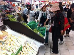 柳川産農産物と加工品の試食宣伝販売