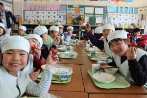 学校給食に「あまおう」提供